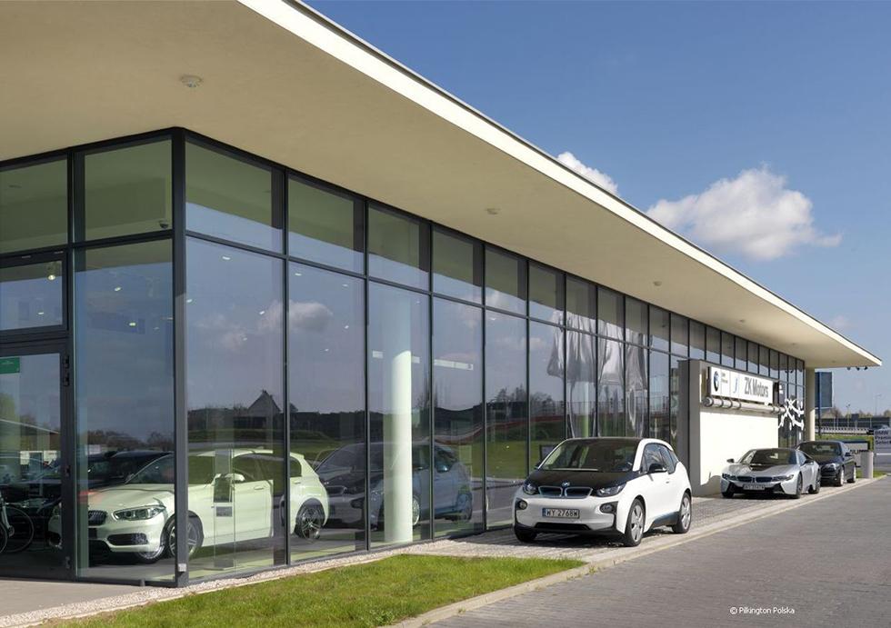 Budowa salonu sprzedaży o powierzchni sprzedaży 152 m2 i serwisu samochodów oraz blacharni, lakierni i wulkanizacji z magazynem opon w Kielcach w oparciu o innowacyjne technologie i organizacje
