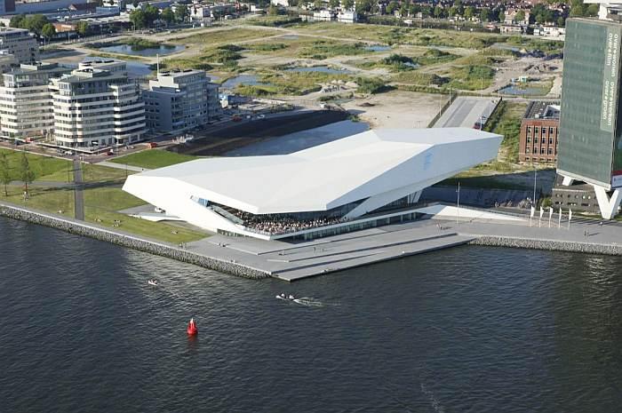 Instytut Filmowy Eye w Amsterdamie. Projekt budynku: Delugan Meissl Associated Architects