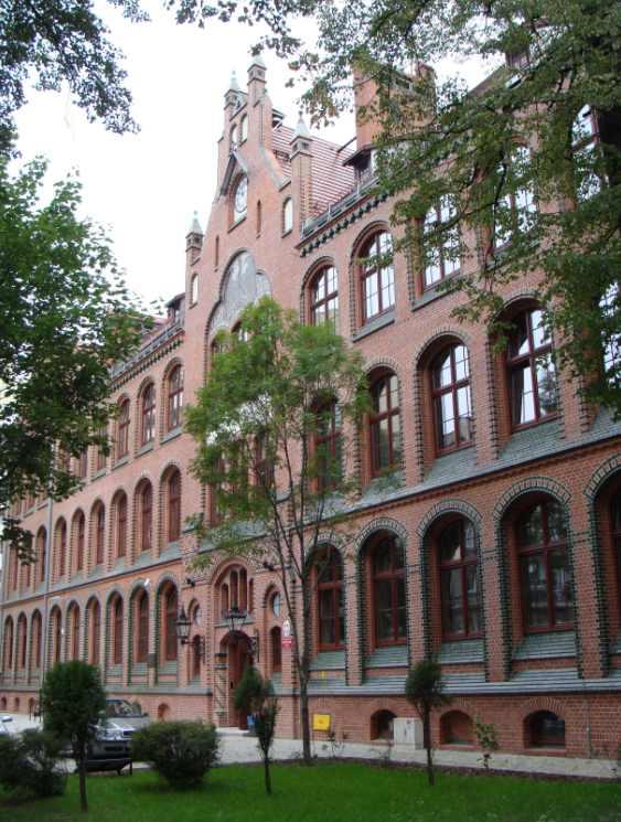 . Modernizacja budynku Gimnazjum nr 15 we Wrocławiu. Autorzy: Maćków Pracownia Projektowa. Wyróżnienie