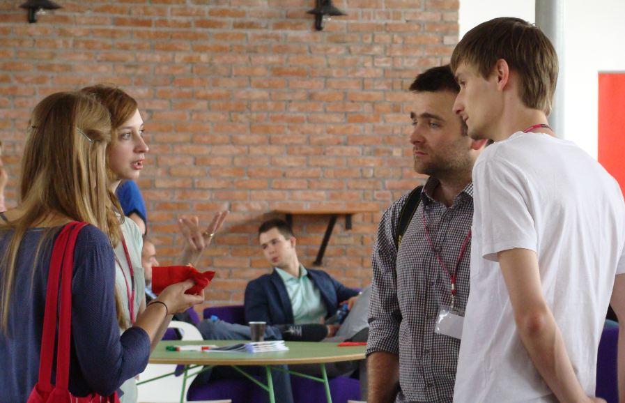 Młodzi do Łodzi 2013, sobota. Rozmowy przed rozpoczęciem spotkania