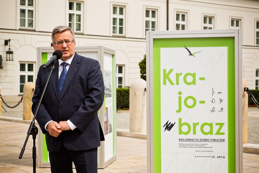 """Prezydent RP Bronisław Komorowski otwiera wystawę """"Krajobraz to dobro publiczne""""; 1 lipca 2013"""