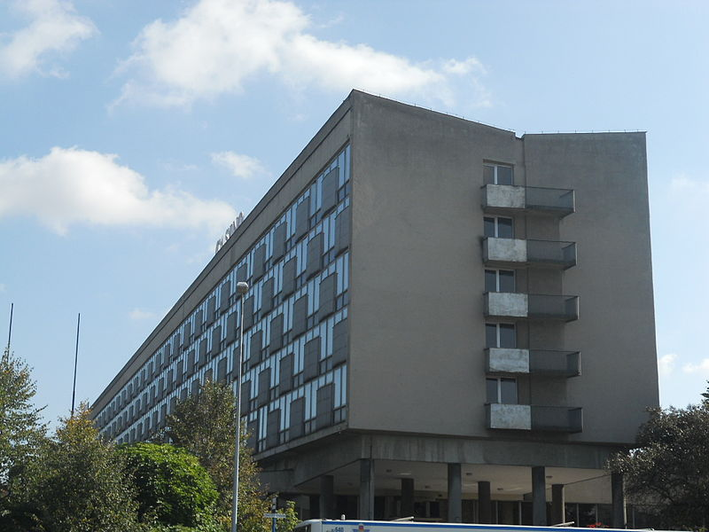 Dawny hotel Cracovia przy ul. Focha w Krakowie, fot. Mach 240390, Wikimedia Commons
