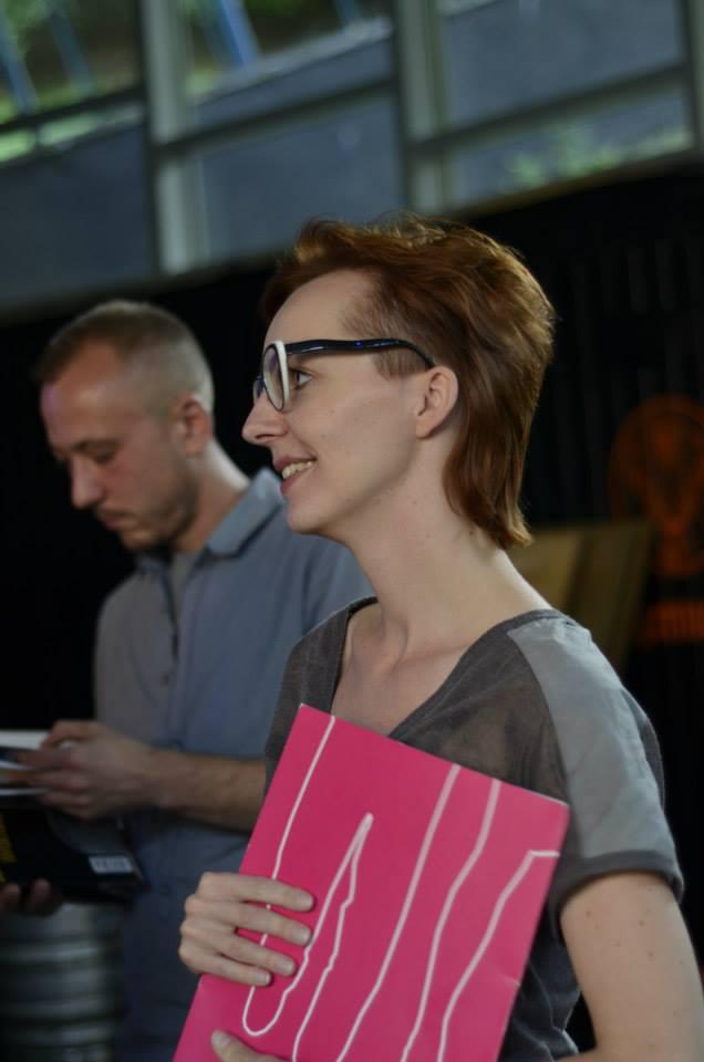 Na pierwszym planie Katarzyna Waloryszak, jedna z uczestniczek spotkania Młodzi do Łodzi 2013