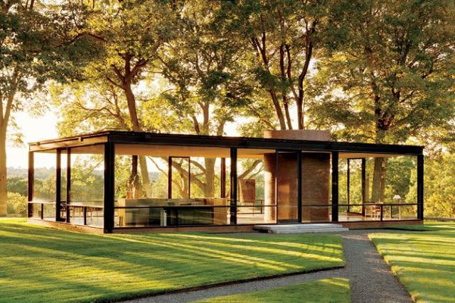 Szklany dom/ Glass Hose. Projekt: Philip Johnson. Budynek zrealizowany w 1949 roku w miejscowości New Canaan, Connecticut, USA. Fot. Edelteil