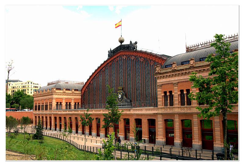 Północno-zachodnia elewacja dworca kolejowego Atocha w Madrycie