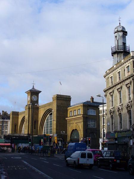 King's Cross Station, Londyn. Centrum dworca wciąż stanowi budynek oddany do użytku w 1852 roku. Projekt przygotowany został przez Lewisa Cubitta. Fot. Colin Smith