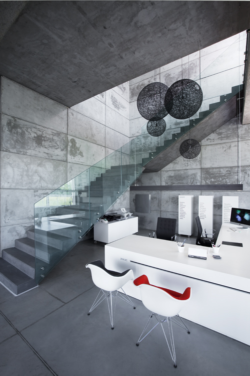 Showroom ZAJC - beton we wnętrzach Fot. IPNOTIC ARCHITECTURE, © Norbert Banaszyk
