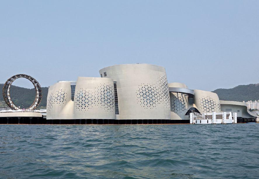 """Pawilon One Ocean w Yeosu, elewacja południowo-wschodnia, fot. Kim Yong-Kwan/ soma. """"Architektura-murator"""" nr 12/ 2013"""