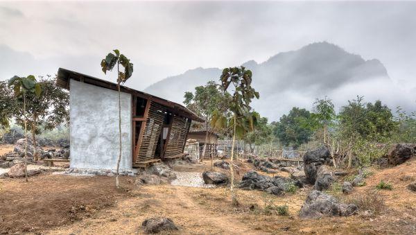 """Architektura zrównoważona i zaangażowana społecznie: wystawa """"Think global, build social!"""""""