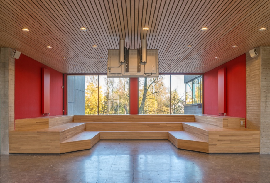 Czerwony dąb, drewniane wnętrza