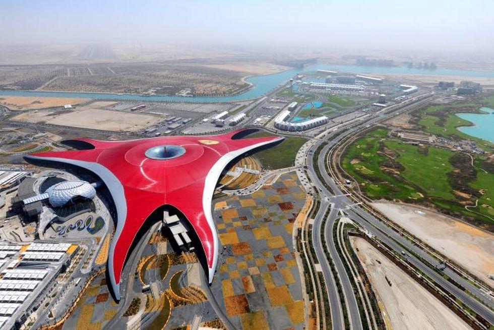 Park rozrywki Ferrari World w Abu Zabi (autorzy: Benoy)