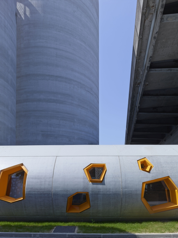 beton, aluminiowe okna