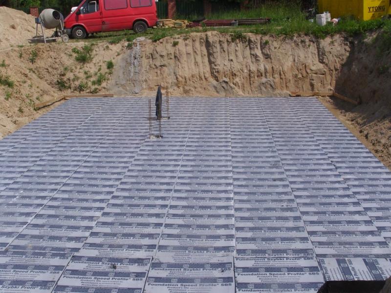 Izolacja pozioma podłogi na gruncie