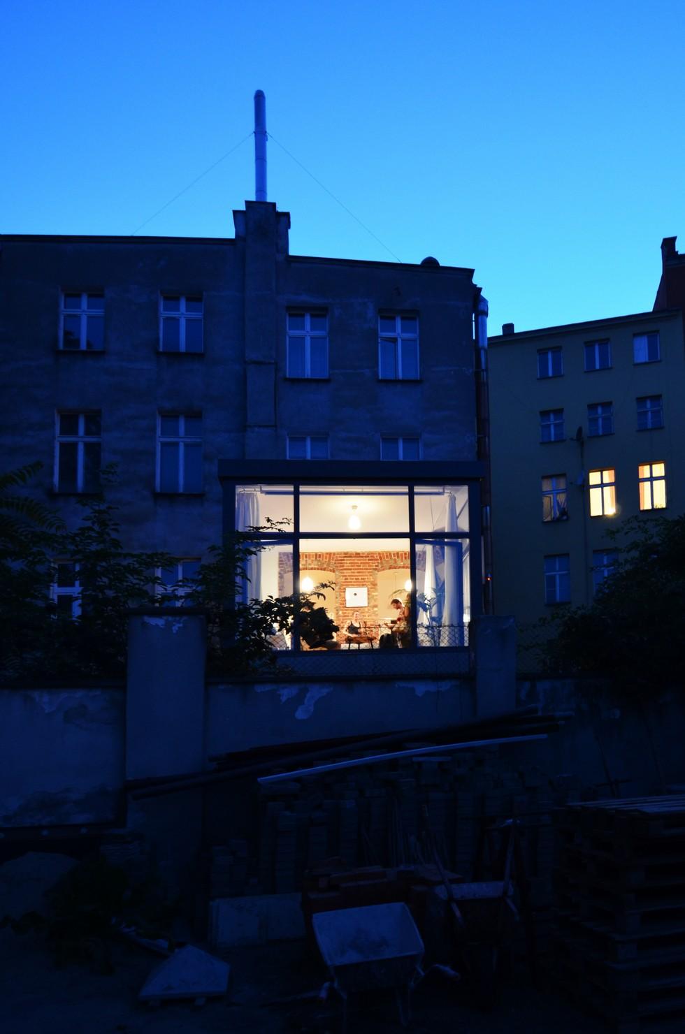 Wejście od podwórza. Nietypowe mieszkanie we Wrocławiu