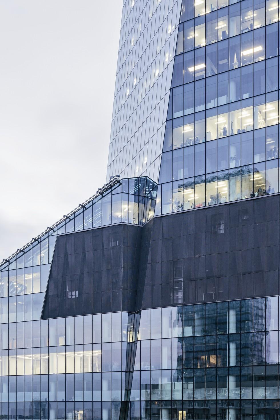 Wieżowiec Q22 w Warszawie. Powierzchnie techniczne
