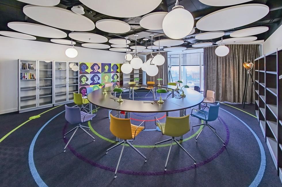 Siedziba biura JLL w Warsaw Spire. Biblioteka