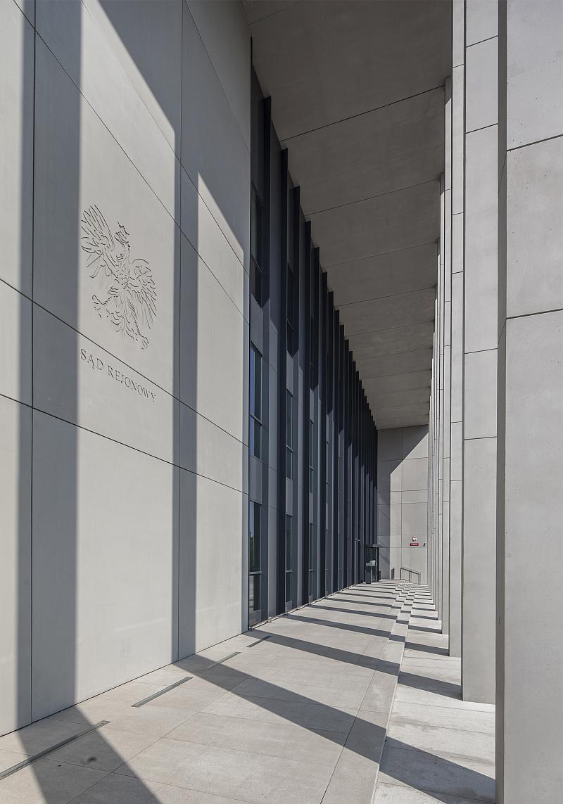 Sąd Rejonowy w Siedlcach. Wykorzystanie betonu architektonicznego w realizacji