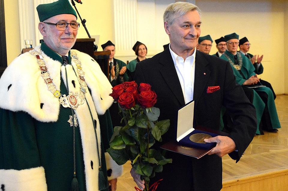 Profesor Konrad Kucza-Kuczyński wyróżniony Medalem Politechniki Warszawskiej