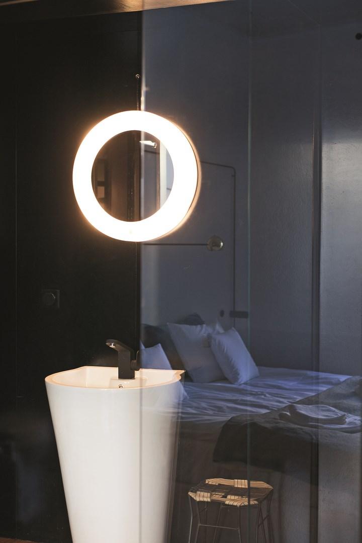 Kompaktowe łazienki w hotelu Autor Rooms: rozmowa z Mateuszem Baumillerem