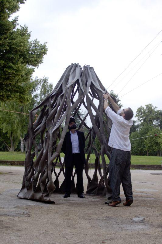 fotka z /zdjecia/Stretched_Pavilion_opening_in_Schloss_Solitude_june_2011_jakub_szczesny_photo_Rolf_Wohrle_6.jpg