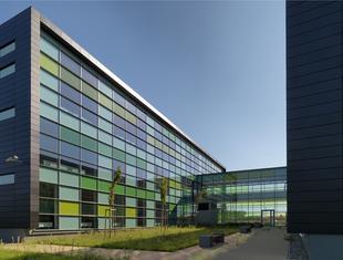 Szklane elewacje nowego budynku Instytutu Technologii Żywności i Gastronomii w Łomży