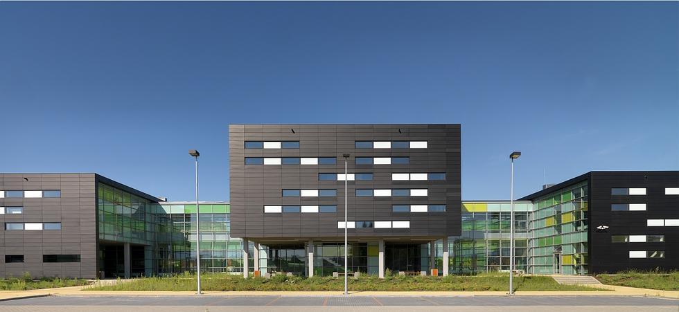 Projekt nowego budynku Instytutu Technologii Żywności i Gastronomii w Łomży przygotowała białostocka pracownia architektoniczna ARKON pod kierownictwem Jana Kabaca