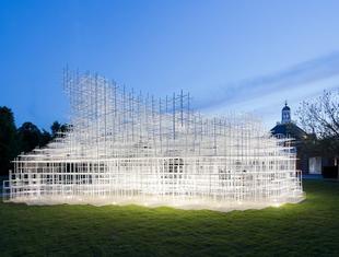 Co zobaczyć w Londynie? Współczesna architektura Serpentine Gallery i pawilon Sou Fujimoto