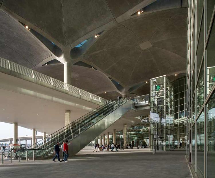 Hala główna terminalu lotniska w Ammanie