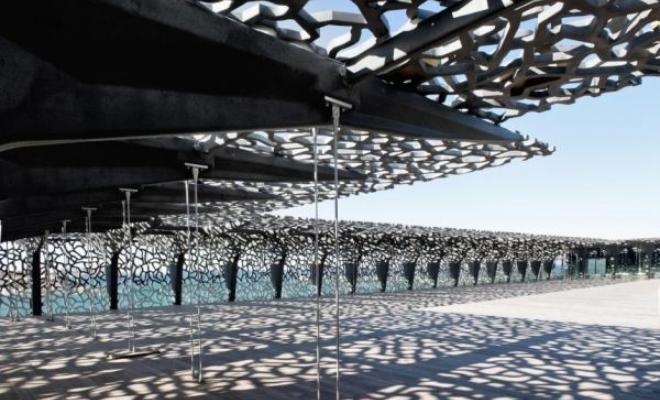 Technologia Ductal® firmy Lafarge: jakie możliwości daje architektowi beton na proszkach reaktywnych?
