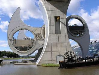 Architektura współczesna po godzinach: najdziwniejsze mosty na świecie