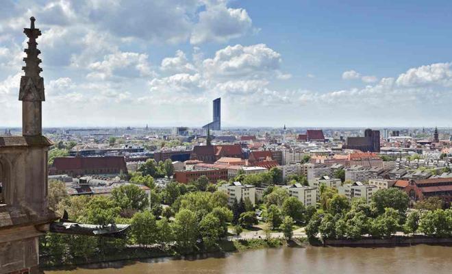 Najwyższy budynek w Polsce: wieżowiec Sky Tower we Wrocławiu