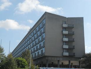 Kontrowersje wokół architektury współczesnej. Batalia o hotel Cracovia. Kto ma rację?
