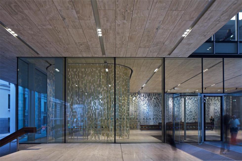 Recepcja New Court - siedziba Banku Rotschildów w Londynie, proj. OMA / Rem Koolhaas, Ellen van Loon. Fot. ©Philippe Ruault, materiały prasowe Mies van der Rohe Award 2013