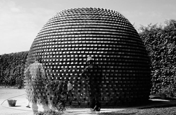 Pawilon Kopuła/Dome. Autorzy: AION, Syrakuzy, Włochy, 2011. Projekt studyjny zrealizowany na Wydziale Architektury Università degli Studi di Catania