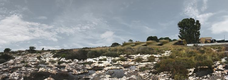 Jaszczurki. Auorzy: AION, Syrakuzy. Szeregowe domy z widokiem na pola uprawne graniczące z morzem. Każdy dom został rozplanowany wzdłuż wznoszącej się spirali