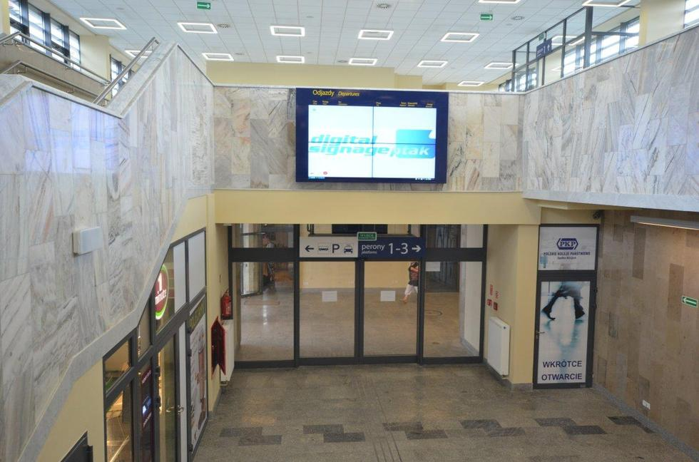 Dworzec kolejowy w Radomiu. Przejście na perony