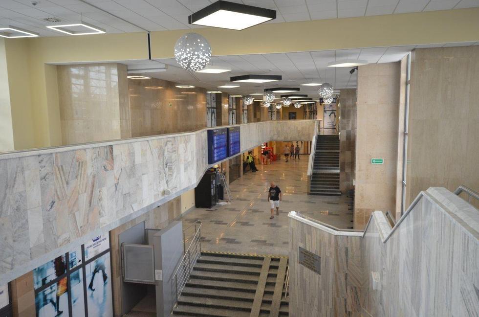 Dworzec kolejowy w Radomiu po modernizacji: hala głowna, antresola