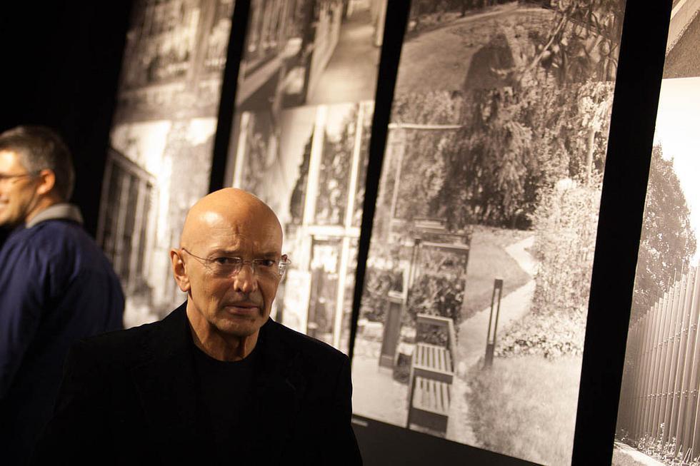 Architekt Bolesław Stelmach na wystawie Poszukiwanie struktur w Galerii Architektury GAGA w Krakowie. Fot. Paweł Krawczyk / GAGA