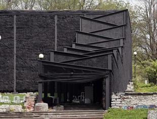 Architektura tymczasowa. Teatr z bloków słomy