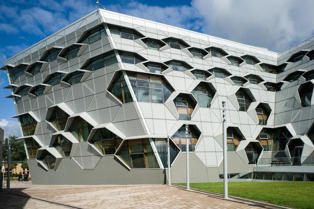 Wydział Inżynierii i Informatyki Uniwersytetu w Coventry; elewacja