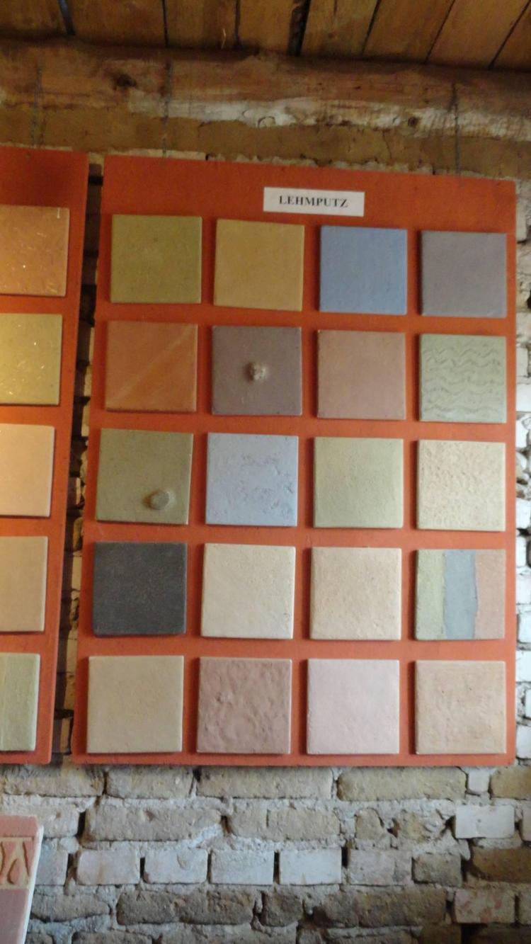 Różne kolory tynków glinianych
