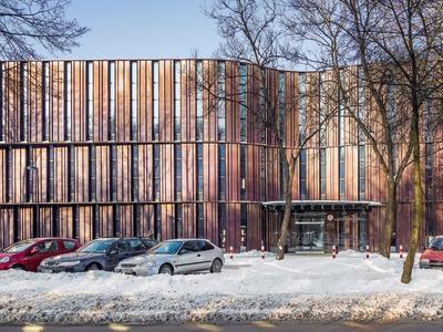 Współczesna architektura w Białymstoku: aula uniwersytecka z miedzianą elewacją
