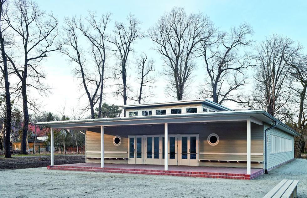 Rekonstrukcja budynku dawnego przedszkola na terenie WUWA. Modernizm we Wrocławiu