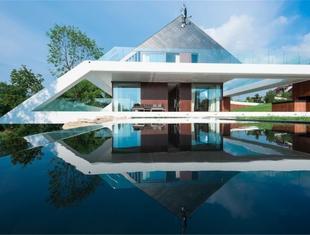 Współczesna architektura i dach dwuspadowy? Edge House projektu Mobius Architekci
