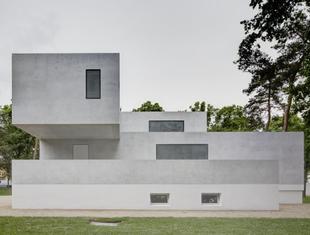 Bauhaus i nowoczesna architektura: rekonstrukcja domów Waltera Gropiusa i László Moholy-Nagy'a w Dessau