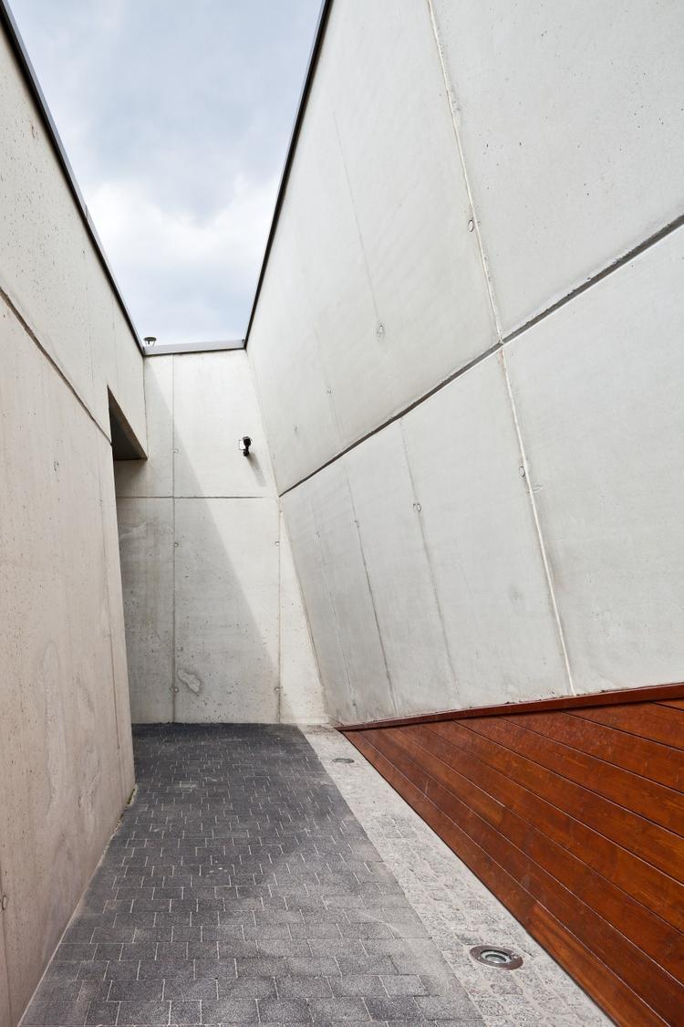 Pawilon w Brzezince, beton architektoniczny