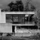 Dom w lesie z betonu