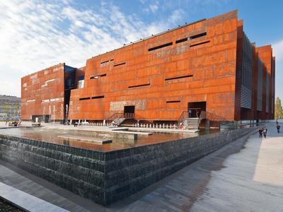 Fantastyczny set polskiej architektury – rozmowa z minister kultury Małgorzatą Omilanowską