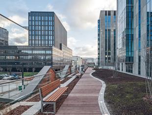 Dwa biurowce – Karolkowa i Concept Tower