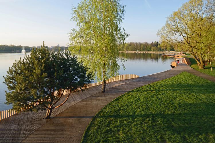 Nad jeziorem Paprocany